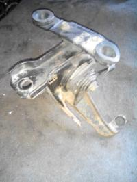 Подушка под КПП Ford Mondeo I (1993-1996) Артикул 51714512 - Фото #1
