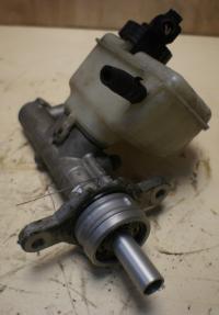 Цилиндр тормозной главный Volkswagen Golf-5 Артикул 51802582 - Фото #1